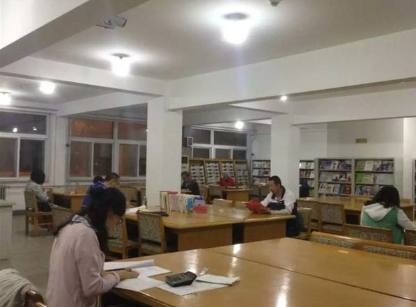 单位简介 天津市滨海新区大港图书馆位于天津市滨海新区大港迎宾街87